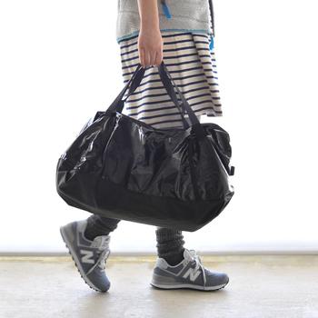ディテールに凝ったデザインと、見た目に違わぬ収納力。まさにいいことづくめのダッフルバッグは、春夏のお出掛けシーンにぴったりの相棒です。気になるものがればぜひチェックして、みなさんのレジャーコーディネートに取り入れてみてくださいね!