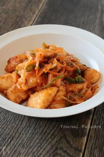 ささみメインの、ナポリタン風炒めものレシピです。パサつきがちなささみは、ひと手間でつるふわ食感に。しんなりとケチャップ味に炒めた野菜は、お子さんでも食べやすいはず!