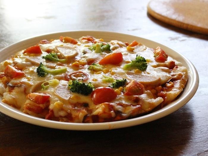 どうしても野菜が苦手でも、餅ピザの上にのせてしまえば思わず食べたくなるかも?食べやすくする為に野菜は薄切りにしたり、ソテーして甘味を引き出す一手間が大事。切り餅一つ分で小さめに作っても良さそうですね。