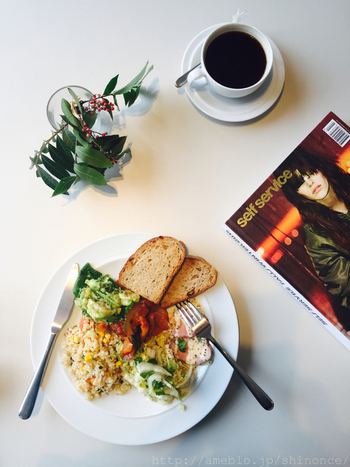 マーガレットハウエルの、気持ちのいい世界観をカフェとして楽しむことができるカフェ。 では、そもそもマーガレットハウエルがどんなブランドなのかを簡単におさらい♪