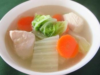 朝飲める生姜を使ったスープなら体をあたためて血の巡りを良くしてくれます。人参のビタミンAや白菜のビタミンCで免疫力もアップしますよ。