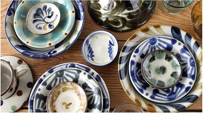 沖縄を代表する伝統工芸の一つ「やちむん」。 厚みのある堂々としたフォルム、点打ちや印花、唐草といった大胆・おおらかな紋様や絵付けに魅せられるひと多し◎