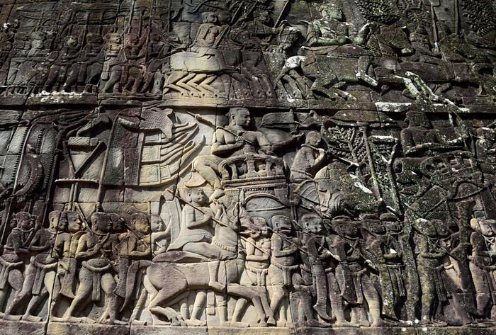 アンコール遺跡群には、有名な古代インドの大長編叙事詩「ラーマーヤナ」に関するレリーフが数多く彫られています。ラーマーヤナのあらすじを簡単に予習しておくと、アンコール遺跡群鑑賞は、より一層感慨深いものとなることでしょう。