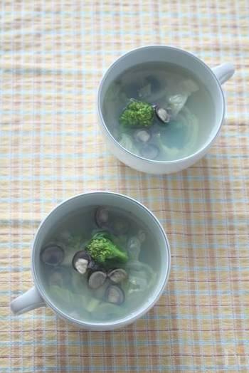 疲れた肝臓の働きを助けてくれるしじみを使ったデトックススープ。飲みすぎた日の翌日は体もむくんで重くなりがち。そんな時に飲みたいデトックススープです。