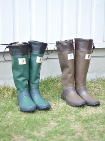 動きやすくて丈夫な長靴も、ガーデニングや農作業に欠かせないアイテムです。日本野鳥の会オリジナル仕様の長靴は、やわらかくて履き心地が良く、クルクルとコンパクトにたためて持ち運びに便利。一般的な長靴よりも、軽量で動きやすいのも特徴です。履き口のドローコードをしっかりと絞れば、土の侵入も防ぐことができます。ガーデニング・農作業・アウトドアなど、様々なシーンに活躍してくれますよ。