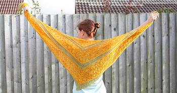 ニットと聞くと冬のイメージですが、春夏にもぴったりなアイテムがたくさんあります。 冬に編み物に挑戦したという方は、せっかく覚えた編み方を手が忘れないうちに、春物ニットにもチャレンジしてみませんか?
