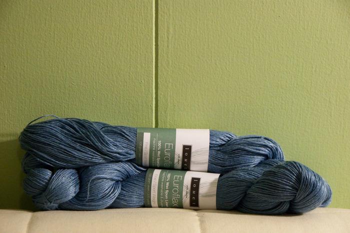春夏のニットは糸を綿や麻などの天然素材を使って、軽さと同時に涼しさを出します。 冬物の編み図でも糸を変えるだけで応用できるものもあるので、以前編んでみたアイテムも新たに春夏用として編んでみるのもいいですね。