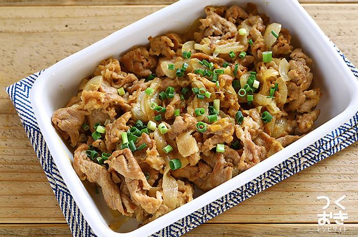 いつでも冷蔵庫にありそうな定番食材の豚肉と玉ねぎで作る簡単レシピ。味噌マヨ味なのでご飯もどんどん進みそう!