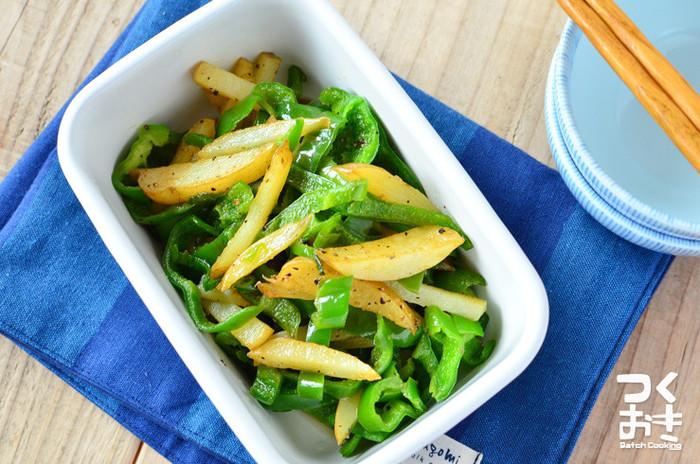 ピーマンの鮮やかでツヤのある緑とジャガイモの色味で、お弁当がパッと華やかに!箱を埋めるスペースが空いてしまった時にぱぱっと助けてくれる便利な一品です。