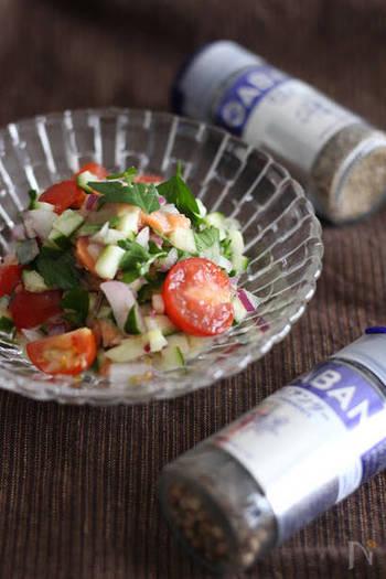 スパイスの香りが広がるエスニックチョップドサラダ。スパイスがたっぷり入って、大人風味です。
