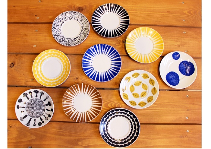北欧デザインをチュニジアで製作するブランド「House of Rym(ハウスオブリュム)」のモダンかつレトロなお皿。 もともとはカップとセットになったソーサーで、お皿単体の販売もあります。Φ16cm。