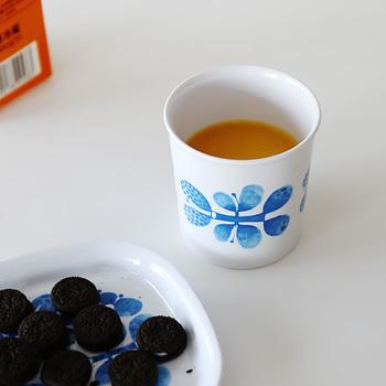 1960年代にスティグ・リンドベリがデザインし、世界中のコレクターから愛され続けているメラミン食器「BLUES(ブルー/ブルース)」シリーズ。こちらはスウェーデンのメーカー、『Opto Design(オプト・デザイン)』社で製品化された復刻版です。BLUESシリーズはグスタフスベリ社から発表され人気を博しましたが、今回の復刻版では、その当時の形やデザインが忠実に再現されています。