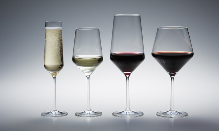 ワイングラスには、約20種もの種類があります。今回はその中でも代表的な4タイプに注目してみます。  ①ブルゴーニュタイプ ②ボルドータイプ ③白ワインタイプ ④シャンパン用のフルートタイプ  それぞれ詳しくは後ほどご紹介しますが、まずはグラスの形にどんな意味合いがあるのかを探ってみましょう。