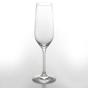 浮き上がってくるきめ細やかな泡を見て楽しめるスマートなグラス。空気が触れる面積が少ない、炭酸系ドリンク用のデザインです。シャンパンやカバは、やっぱりフルートタイプで飲みたいですね。ワイングラス同様、飲み口がやや狭くなっていると、グラスに閉じ込められる香りをより楽しむことができます。