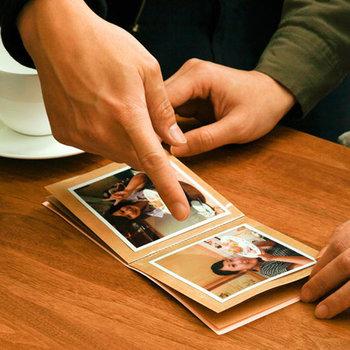 思い出をカタチにすることは、後々の会話も膨らませてくれます。写真を一緒に見ながら家族のエピソードを語り合ったり、普段とは違うテーマで話ができたり。いつまでもお互いの心に残りますよね。