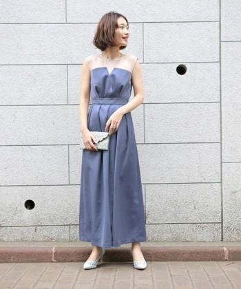 こちらはビスチェ風のパンツドレスです。いつもスカートばかりという方はパンツスタイルに挑戦してみては。ヒールを履いて細見え効果も狙えますよ。程よく光沢感のある生地が結婚式にはぴったりです。