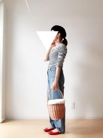 このカゴになんでも詰め込んでいたジェーンのスタイルを見たエルメスのデザイナーは、ジェーンから着想を得て、大ぶりのバッグ「バーキン」をデザインしたのは有名な話。