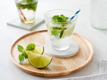 朝露のしずくを意味し、水滴のようなデザインが特徴の「カステヘルミ」シリーズ。飲み物をおいしそうに、魅力的に見せてくれます。