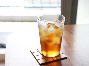 耐熱ガラスを極限まで厚くしたので、電子レンジや食器洗い機での使用にも耐えられるタフなグラスが出来上がりました。氷を沢山入れたグラスに、熱いコーヒーを注いでアイスコーヒーを作るというような使い方も。
