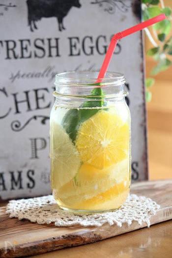 『シトラス×バジルのフルーツビネガーウォーター』  オレンジとグレープフルーツの爽やかな酸味に、バジルの香りをプラス。暑さにバテたとき飲みたくなりそうです。