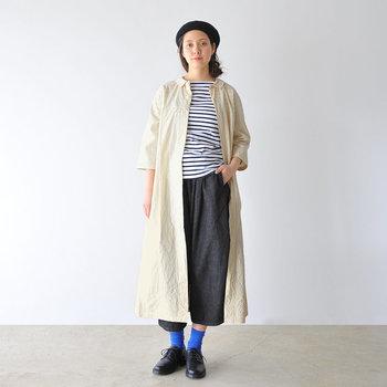 「ボーダーシャツ×半端丈パンツ×ベレー帽」のフレンチカジュアルなコーデにもお似合い◎。かっちりしすぎず、ラフすぎず。バランスの良い一枚なので羽織りとしても合わせる服を選びません。