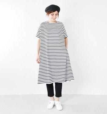 レギンスや細身のパンツをレイヤードしてもバランス良く着こなせます。ベレー帽をプラスすれば憧れの「フレンチ・マリンルック」が簡単につくれます。