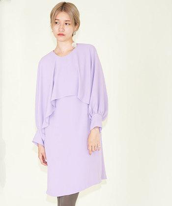"""トレンドの""""ラベンダーカラー""""。甘すぎない、雰囲気のあるカラーなので、今年ドレスを買おうと思っている方におすすめの一着です。"""