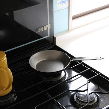 鉄100%で作られたエレメントフライパンは熱伝導が良く、食材に早く火が通り、食材の栄養やうまみを逃がさず調理出来ます。