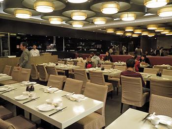 台湾茶の有名店「金品茗茶」のお茶と、台湾名物の小龍包を一緒に楽しめるレストランとしてできたお店。料理長は、「鼎泰豊(ディンタイフォン)」で腕をふるっていた方とのことです。あらゆる飲茶、点心、台湾料理が揃っているので、大人数で行けば、台湾の味を一度で、思い切り満喫できるはず。 そして、広々とした空間が格別!ゆっくり、リラックスして食事を楽しめますよ。