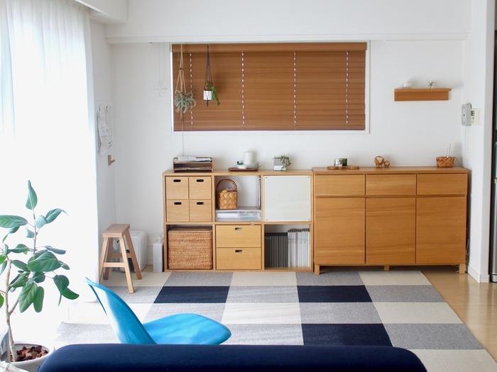 無印良品の収納家具と収納ケースは、うまく組み合わせられるようになっているので空間も美しく保てます。色合いも素敵ですね。