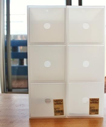 3段タイプは、引出しの外寸が幅10.2×奥行23.6×高さ10.2cmの正方形タイプ。縦横どちらでも使うことができ、ハンカチやミニタオルなどの収納に便利です。