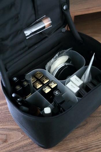 無印良品のナイロンメイクボックス(中)にセットしたらこんな感じできれいに収まります。メイク時間の時短にもつながりそうですね。