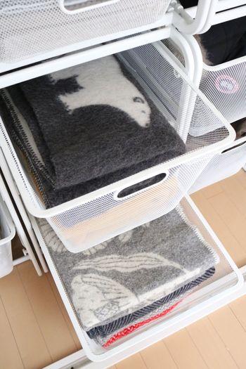 ブランケットやストール、バッグなども通気性良く収納できます。かごの配置は自在にカスタマイズできるので、自分に合った収納の仕方ができてうれしいですね。
