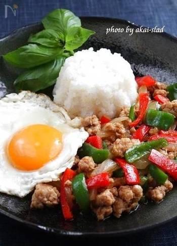 焼き肉のタレはエスニック料理にも使える万能調味料。「そう言えば冷蔵庫に焼き肉のタレが余ってた!」という方はぜひ試してみてください。バジルとの相性も抜群ですよ◎。