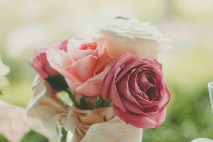母の日・父の日でなくても、ありがとうは伝えたいときに。花言葉が「感謝」をあらわすお花は、ピンクの薔薇や、白いダリア、ピンクのガーベラ、かすみ草、カンパニュラなどいろいろとあります。そんなお花をなんでもない日にさりげなくプレゼントするのも素敵ですね。