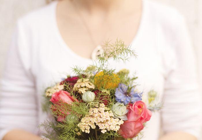 あなたが思いを伝えたい人に、心を込めた花ギフトを…。ぴったりの花言葉を持つお花と、そのお花を使ったハンドメイドアイテム。贈られた人は、きっと幸せな笑顔になることでしょう。