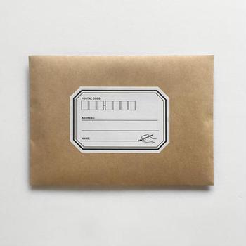 無印などの茶封筒に工夫を凝らしたい時にオススメなのが、自分らしさを出せる宛名ラベルです。縦長の封筒にも使えるのであると便利なおしゃれアイテムです。