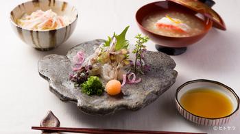 新鮮なお刺身や雑炊などエビとカニ好きな人にはたまらないお料理メニューが揃います。