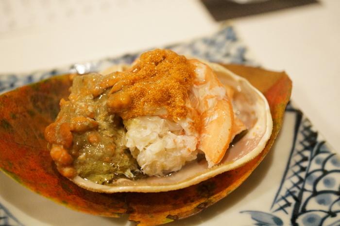 贅沢にカニをいただける、『せいこ蟹昆布蒸し』。カニ味噌、玉子、カニの身…。この見た目だけで美味しさが十分に伝わってきますね。