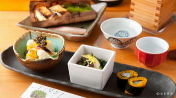 和食ならではのきれいな盛り付けも見所のひとつ。豆皿や小鉢にちょこっと乗った料理を味わいながら飲むお酒はきっと格別!美味しい和食をゆったりとした気持ちでいただきましょう。