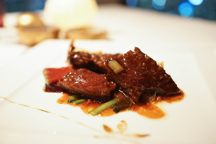 メインのお肉料理は、『牛肉のXO醤炒め』。にんにくの風味がきいた牛肉のうま味が溢れ、噛むほどに味わいが増して満足感たっぷりです。