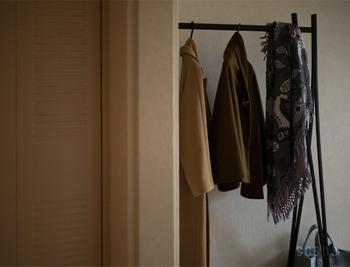 ナチュラルな色と、ブラックの2色展開。お部屋の雰囲気に合わせて選んで。