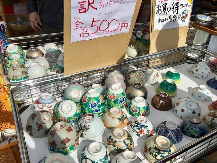 高級品のイメージの九谷焼ですが、こんなリーズナブルなコーナーも。