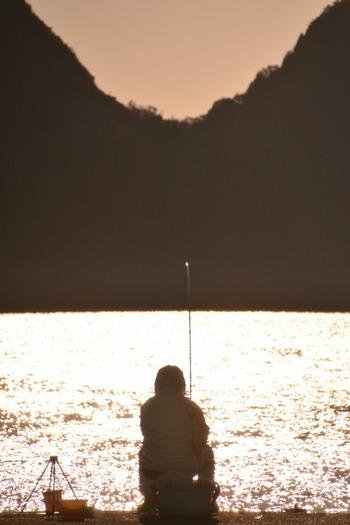 お父さんには「釣りの時間」をプレゼントしてみては? 鳥羽にある「海楽園」は、なんと部屋の窓から釣り糸をたらして座敷釣りができるという珍しい宿。専用の桟橋でも釣りができます。たまにはお父さんと肩を並べて、家族揃って釣りを楽しむのもいいのでは。