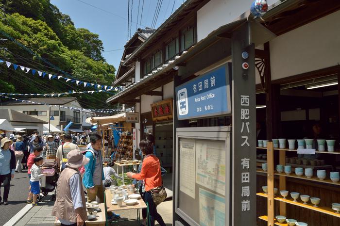 街全体がお祭りの賑わいをみせる陶器市は、歩いているだけでワクワクしますね。いつもの器屋さんだって、お祭り仕様で、お値打ち品が店頭に並びます。