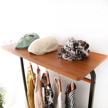 上の棚には帽子やストールを置きたい。お出かけ前の支度がこのハンガーラック一つで出来そう。