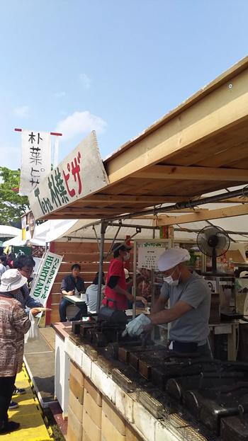 陶芸家が担当する飲食店もあり、工夫を凝らした独特の食べ物も会場での大きな楽しみです。会場が1か所にまとまっているので、回りやすそう。