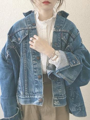チュールもレースも、小さなころからの女の子の憧れであり、ずっと変わらず好きな素材のはず。今回はそんなアイテムをより自分らしくいろんな表情で着こなすためのヒントを集めてみました。Tシャツにラフに合わせて夏に着たり、逆にタートルネックのセーターをインにして冬に着たり、1年中楽しむことのできるお洋服も多いので、コーディネートの引き出しの一つとして活用していただけたら嬉しいです♡