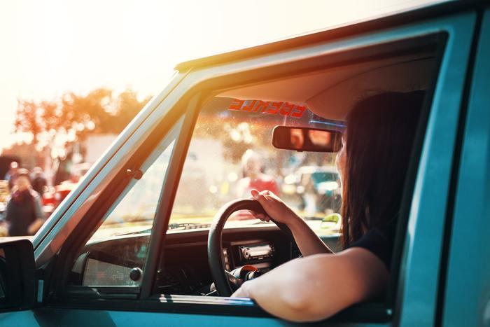 今の自分の気分に合う曲を大声で歌いながらドライブしていると、感情も一緒に吐き出されていくので、スッキリして気持ちが自然と落ち着いてきます。