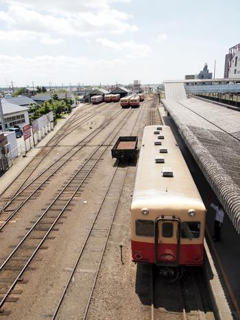 小湊鉄道は、千葉県のJR内房線五井駅から房総半島中央の上総中野駅までを走るローカル私鉄線です。鴨川市の小湊まで路線を延ばす計画があったため、小湊鐵道と名付けられたそうです。